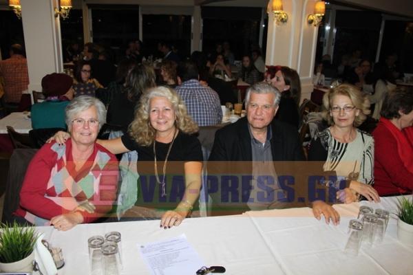 απο αριστερά , οι γλυκύτατες κυρίες, Ευαγγελία Παγκάλου, η Χριστίνα Κουμπανιού και το ζευγος Παρασκευά